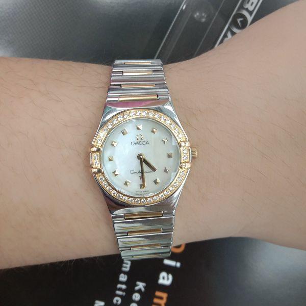 玖泰流當品 美品 原裝 Omega 星座 半金 鑽圈 珍珠面 石英 女錶 9成5新 喜歡價可議 ZR507